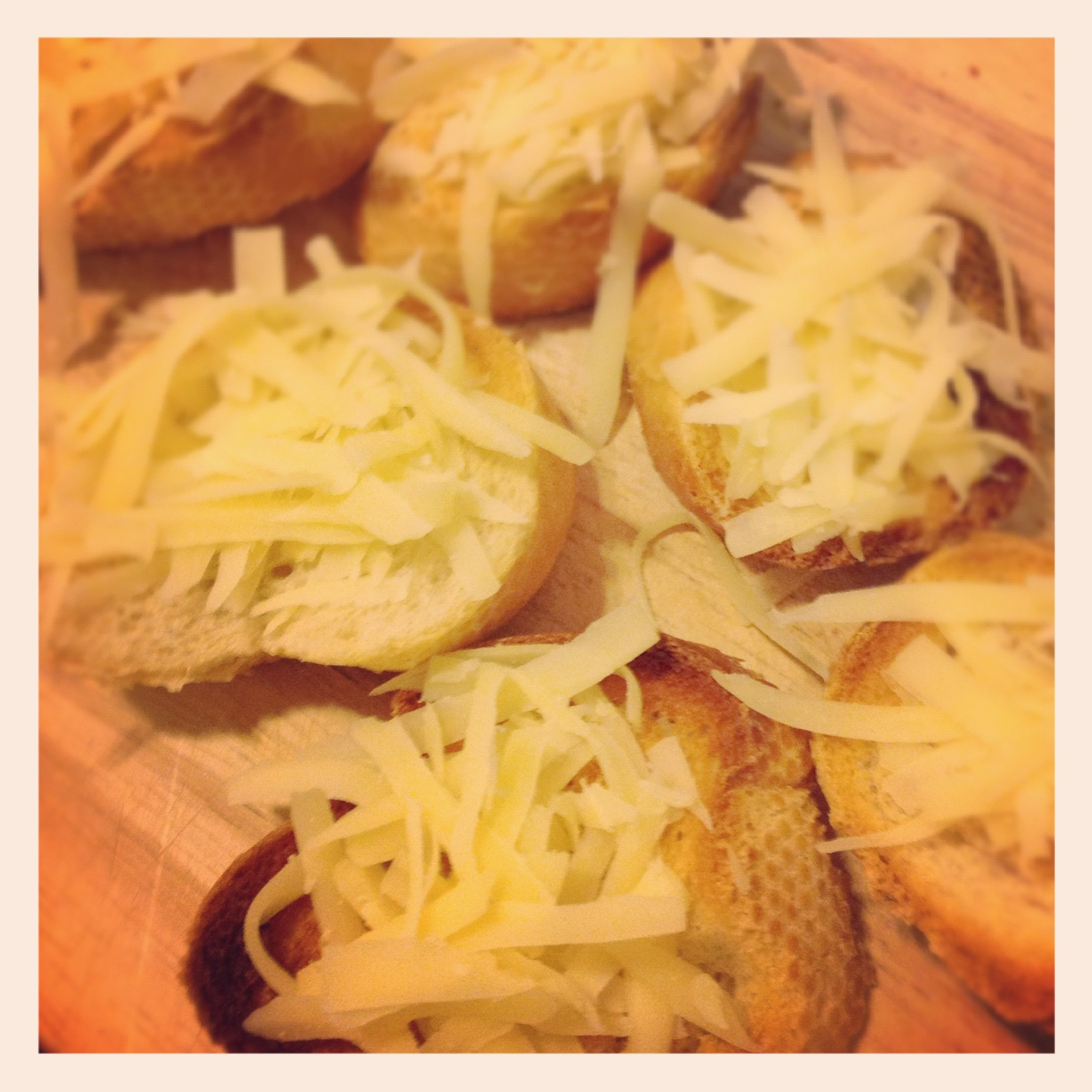 <br />Toast the bread slices with the Gruyere for a few minutes and put them in the bottom of the bowls, which will go in the oven