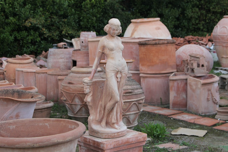 Terracotta vessels and statues in Impruneta