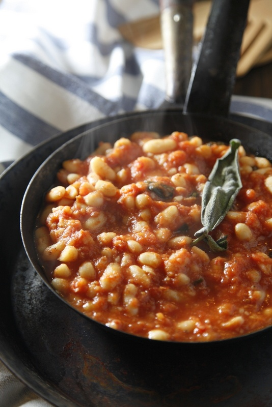 Fagioli all'uccelletto [Photo credits: Serena Angelini, Pici e Castagne]