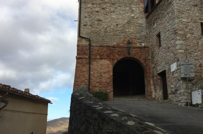 The gate of the medieval town of Sasso Pisano