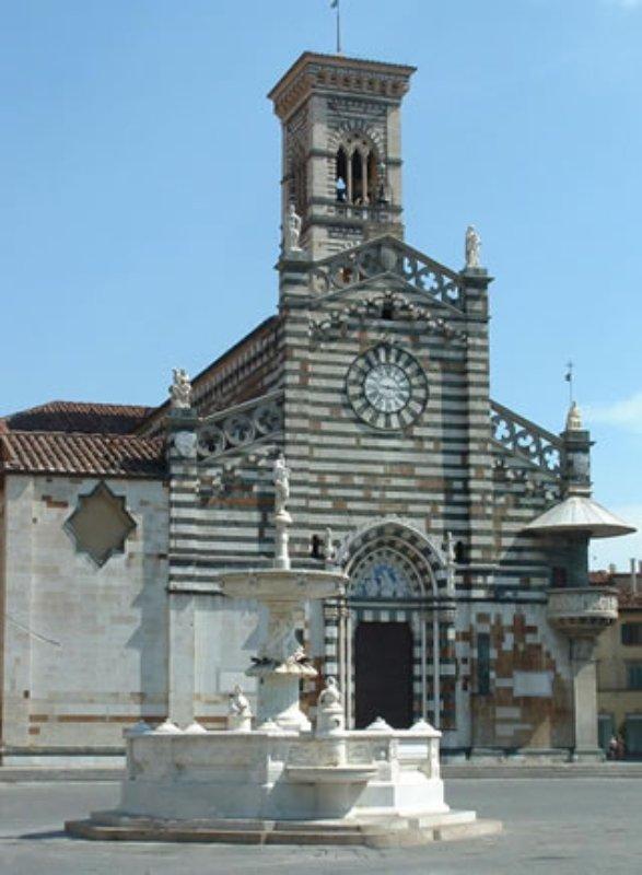 La piazza duomo di prato visit tuscany for Piazza duomo prato
