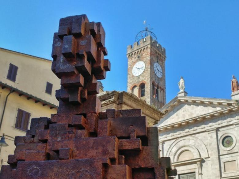 The pixelated sculpture by Antony Gormley set in Poggibonsi's Piazza Cavour