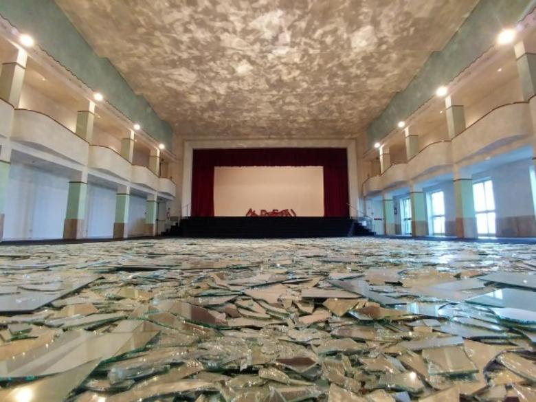 """Le grand miroir du monde"" by Kader Attia in the auditorium hall of the Galleria Continua, in San Gimignano"