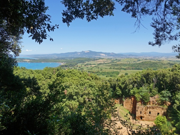 View of the gulf and necropolis - Baratti