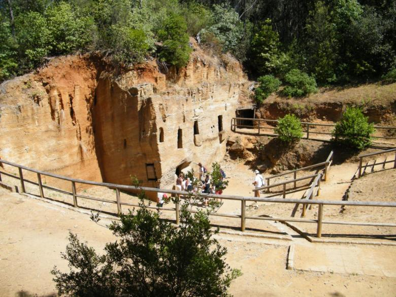 Cave necropolis in the Baratti and Populonia archaeological park