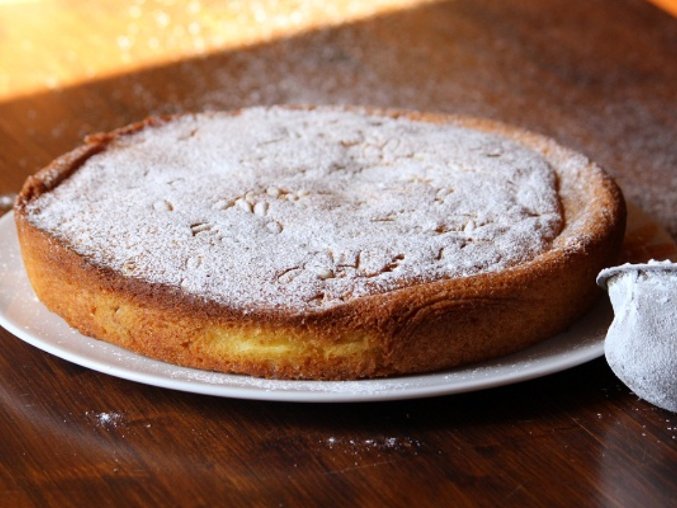 Dust the cake with icing sugar