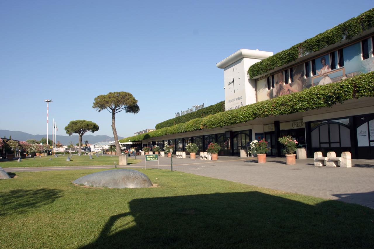 Aeroporto Pisa : Pisa e firenze i due aeroporti della toscana invasi dall arte