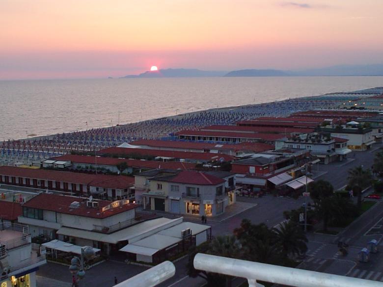 Il litorale di Viareggio, veduta notturna
