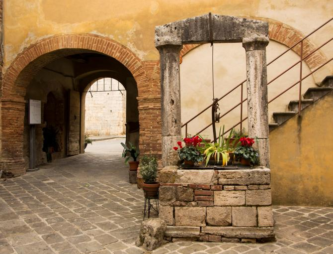Details of San Quirico d'Orcia