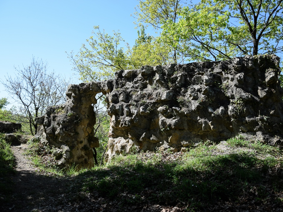 the remains of the ancient castle of Vitozza